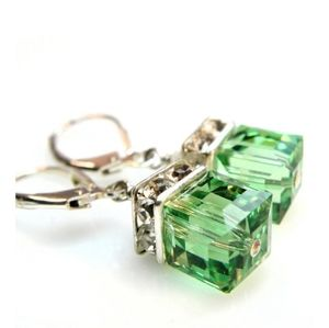 🎀Stunning Vintage Green Square Drop Earring